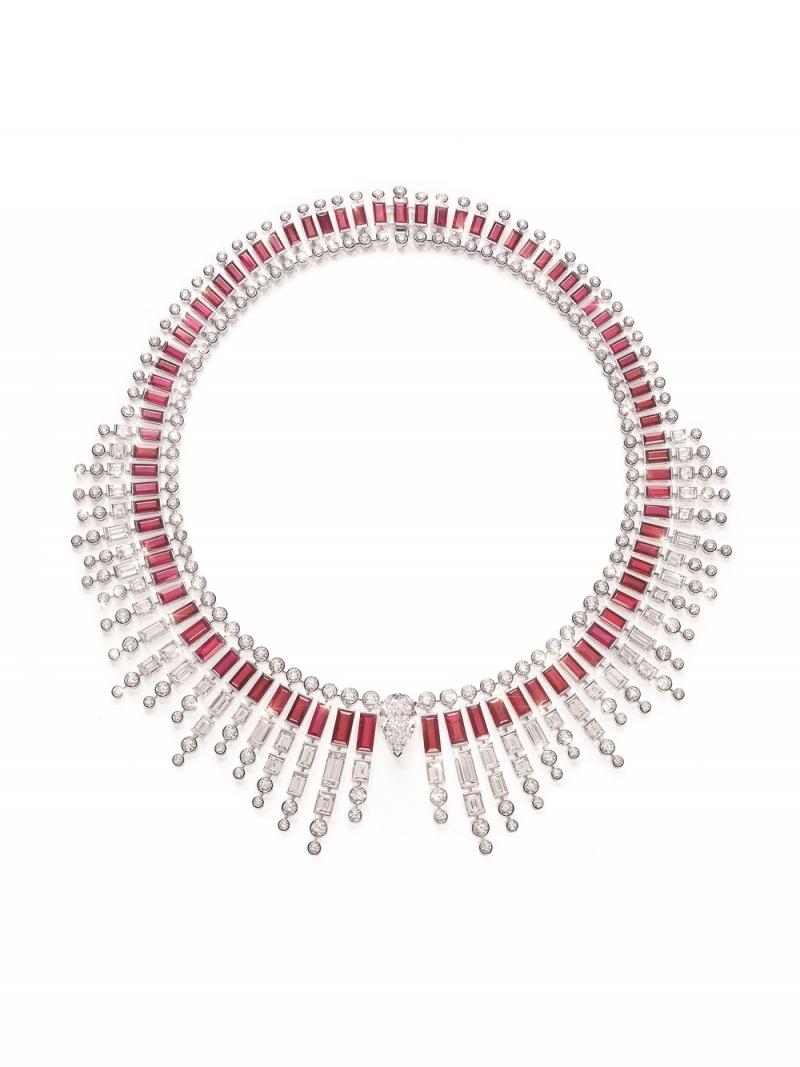 PIAGET Sun On Fire 主題項鏈18K白金項鏈,鑲飾單顆梨形切割鑽石(D-VVS1) (約重5.01克拉) ,多顆紅寶石及鑽石