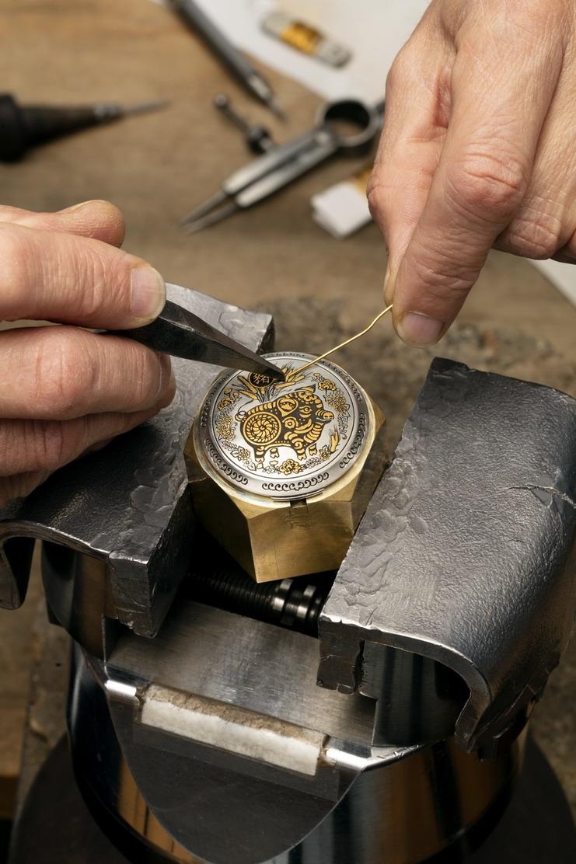 Panera沛納海iLuminor Sealand錶徑44毫米豬年主題腕錶,建議售價NTD725,000。