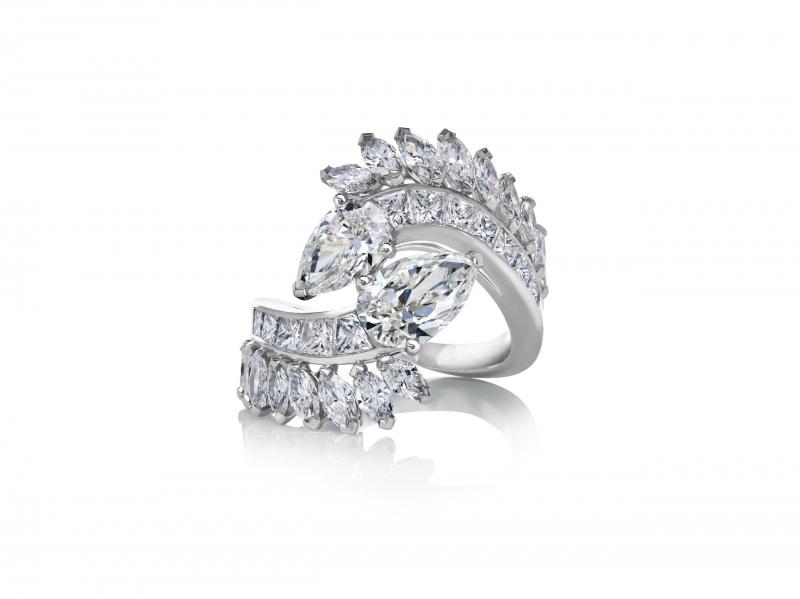 楊紫瓊一身總價超過台幣四千萬元的De Beers鑽石珠寶,包括London By De Beers 系列Thames Path 高級珠寶鑽石項鍊與耳環及Diamond Legends 系列Cupid高級珠寶鑽石戒指
