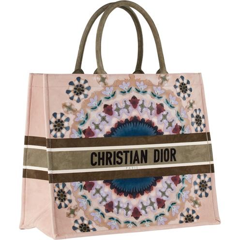 Dior Book Tote 包款。