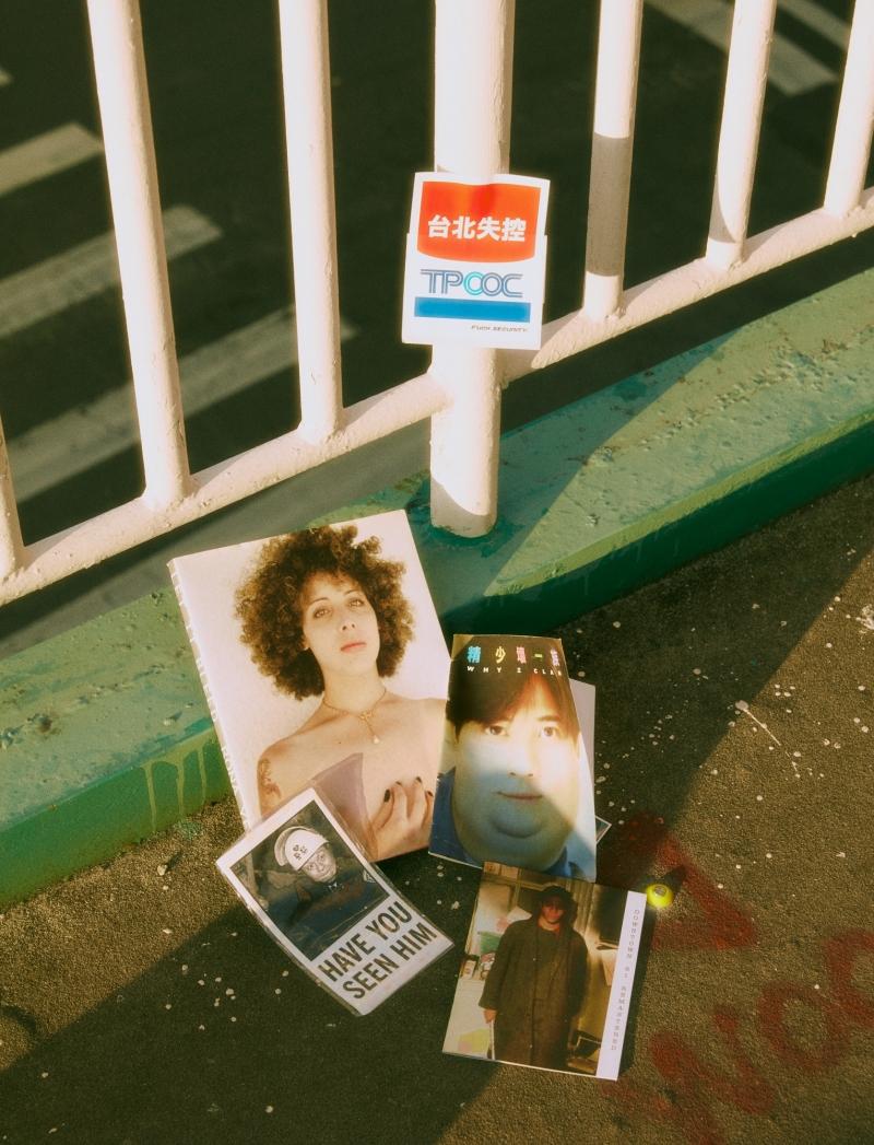 我很喜歡收集書、Zine、貼紙,每次出國一定會去當地的唱片行跟書店!照片裡面的那本《Let It Bleed》是我在一家非常喜歡的書店 Family 買到的,由一家藝廊 Little Big Man 出版,內容是攝影師 Yefman 紀錄Gil從男生變成女生的過程。打破性別疆界一直是我很關注的事情,對我來說,我們這個世代,打破性別疆界,模糊性別框架,創造屬於自己的性別、別人無法定義的性別,是一種使命跟責任。
